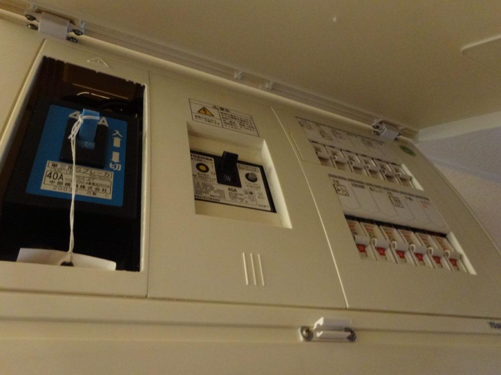 電気の引っ越し手続き!退去時の電気停止・解約と電気開始までの手順